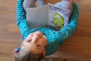 Mit der richtigen Leseförderung kann ein Kind mit LRS auch Lesen lernen